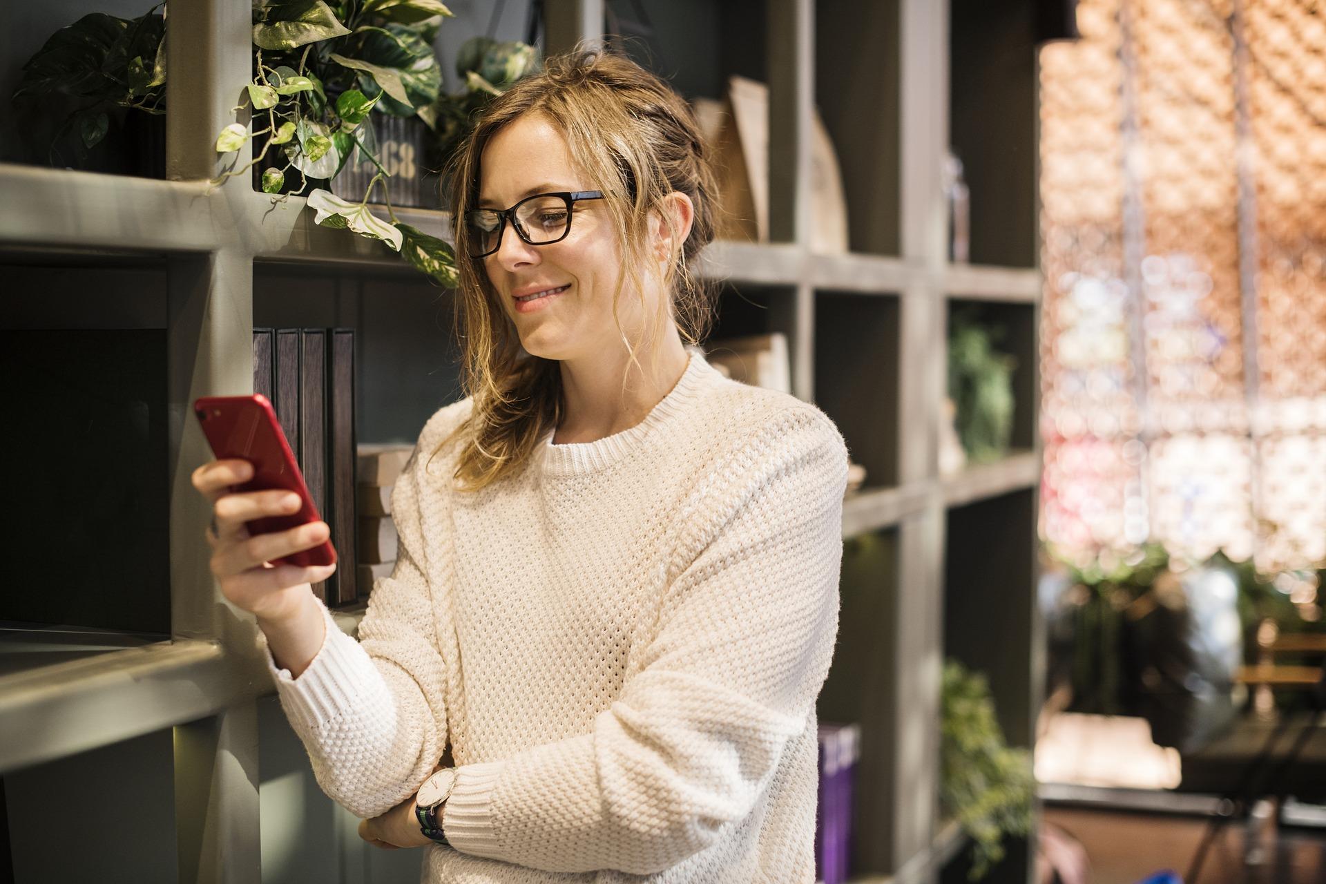 Peut-on se fier à la voyance par SMS ?