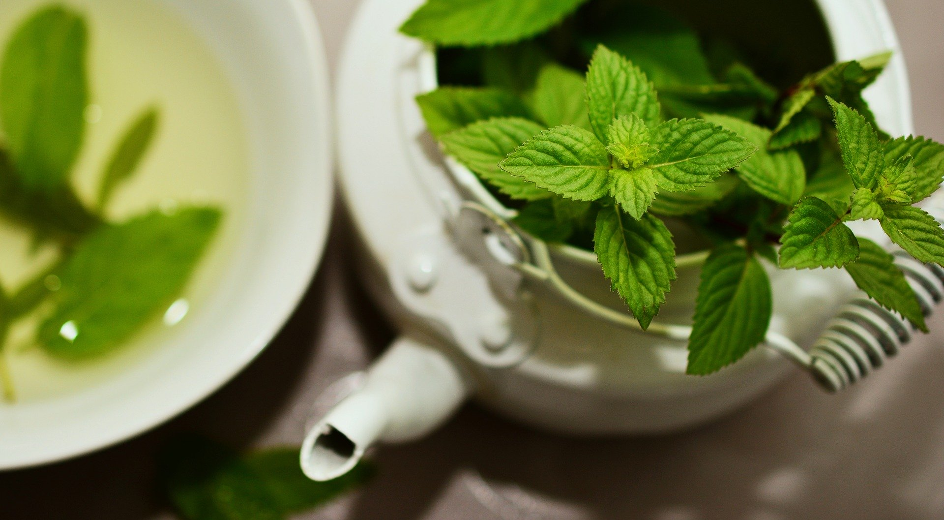 Pourquoi la voyance avec les feuilles de thé peut vous aider dans votre futur sentimental
