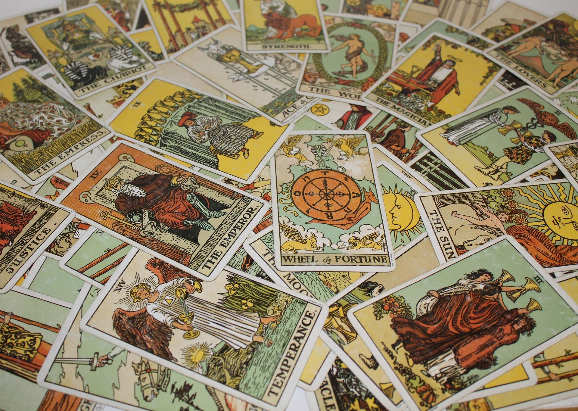 Les cartes du tarot et les signes d'eau de l'horoscope